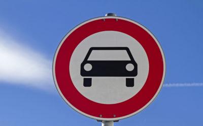 Rentnergruppe säubert Straßen- und Verkehrsschilder